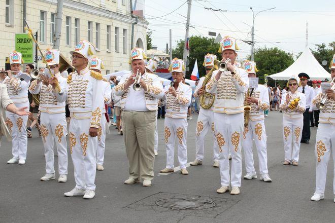 Фестивали духовых оркестров и Дружбы народов прошли в Нижнем Новгороде в День России - фото 25