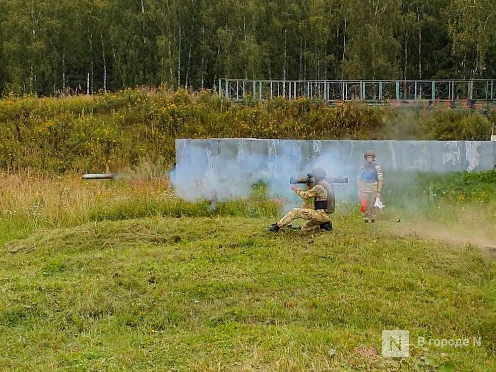 «Оценка огнеметчикам — «пять». Как нижегородские росгвардейцы учатся стрелять из «Шмеля» - фото 8