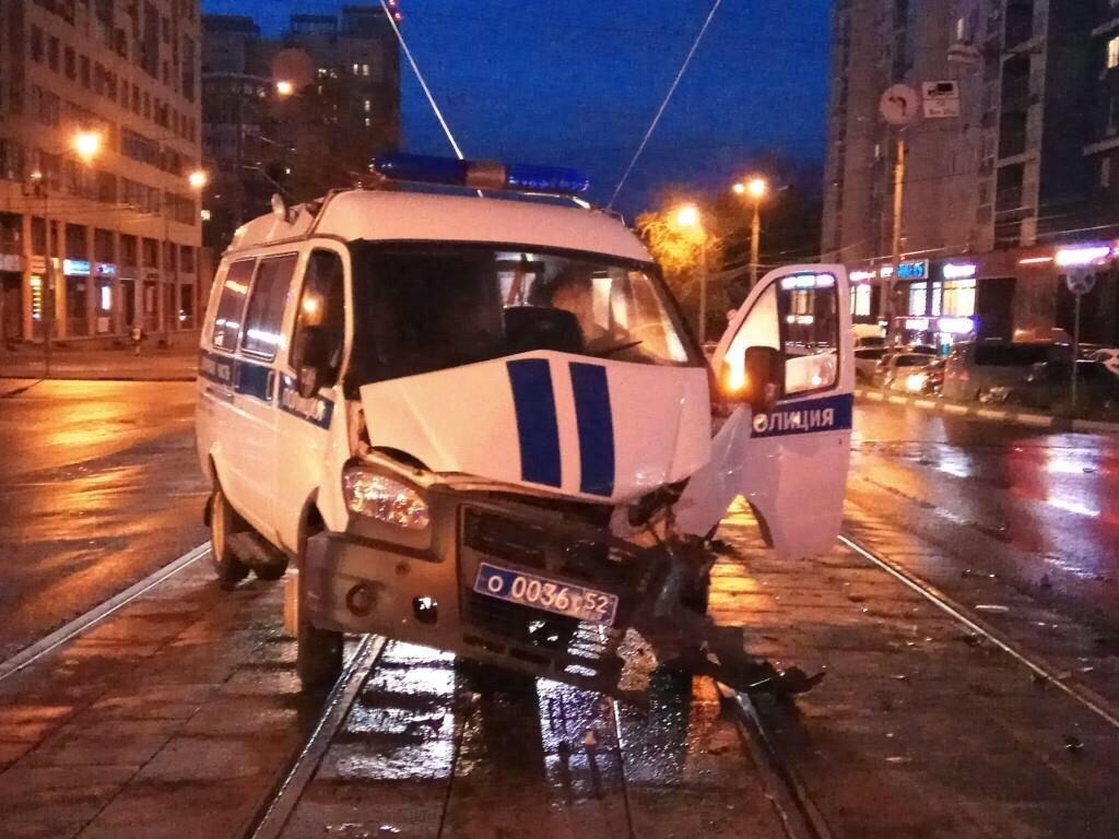 Chevrolet и полицейская «Газель» столкнулись на Белинке: пострадали три человека - фото 1