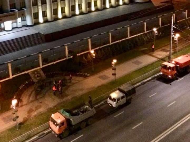 Соцсети: мемориал в память об Ирине Славиной у здания нижегородского МВД зачистили - фото 1