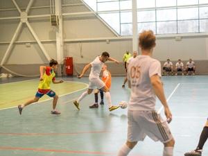Финалисты конкурса «Мистер Нижний Новгород» сыграли с юными футболистами