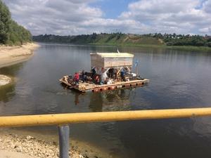 Путешественники на самодельном плоту прибыли в Нижегородскую область
