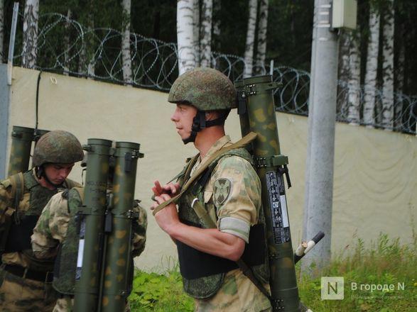 «Оценка огнеметчикам — «пять». Как нижегородские росгвардейцы учатся стрелять из «Шмеля» - фото 9