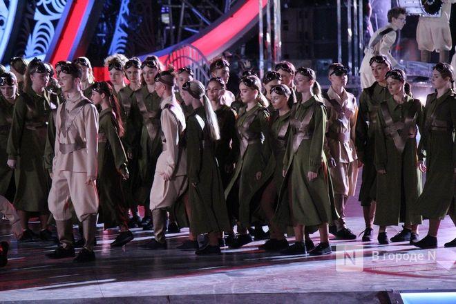 Огонь, вода и звезды эстрады: Как прошло гала-шоу 800-летия Нижнего Новгорода - фото 52