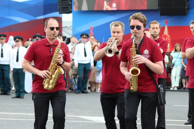 Фестивали духовых оркестров и Дружбы народов прошли в Нижнем Новгороде в День России - фото 16