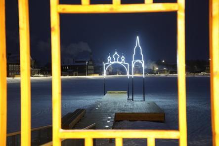 Арт-объект на воде и лежаки появились у Кабацкого озера в Богородске
