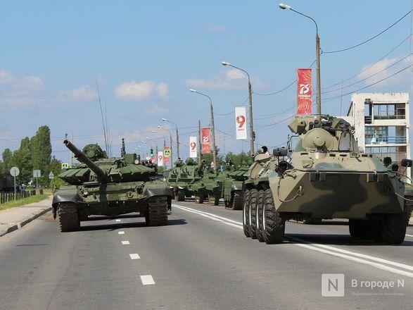 Танкисты в масках: первая репетиция парада Победы прошла в Нижнем Новгороде - фото 40
