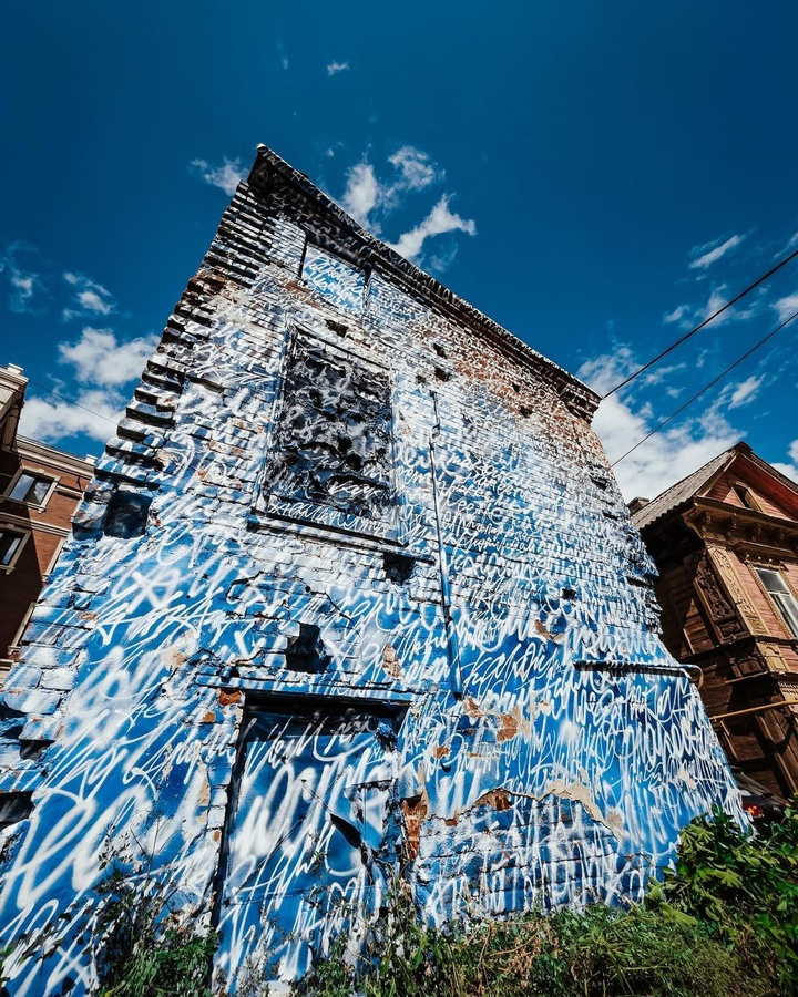 Новая работа Покраса Лампаса появилась на улице Октябрьской в Нижнем Новгороде - фото 1