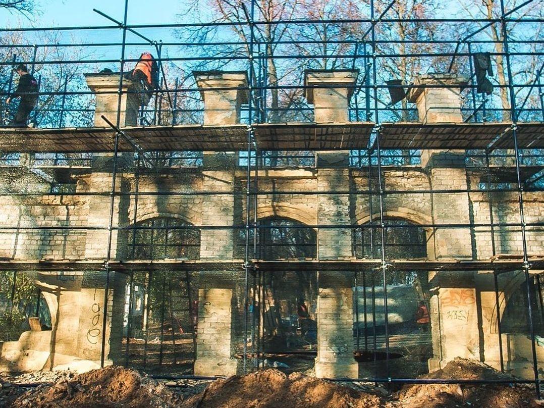 Реставраторы исправляют ошибки строителей парка «Швейцария» - фото 1