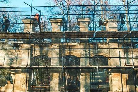Реставраторы исправляют ошибки строителей парка «Швейцария»