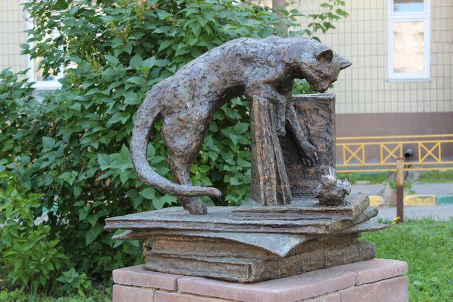 Кошка с книгой и лебединая верность: каких животных и за что увековечили в Нижнем Новгороде - фото 26