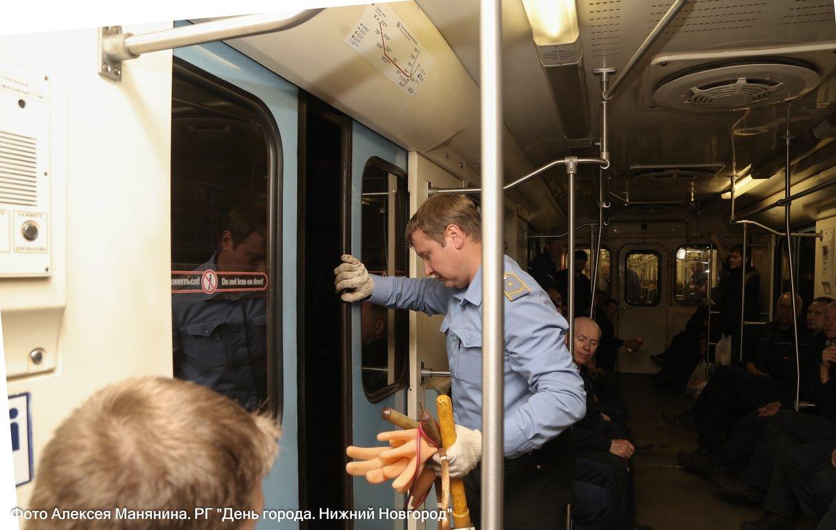 Нижегородский метрополитен показал фото эвакуации пассажиров - фото 1