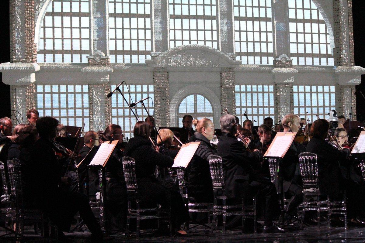 Звезды мировой оперы выступили на Стрелке - фото 3