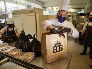 Дзержинские рестораны начали бесплатно кормить медиков, борющихся с коронавирусом