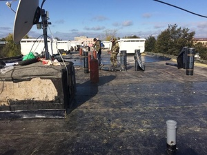 Из-за халатности подрядчика начала течь крыша в одном из домов Павлова