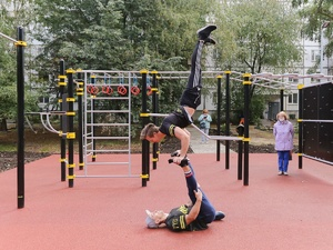 Спортивные тренажеры и теннисный стол появились в сквере в Приокском районе