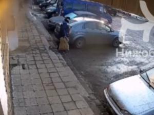 Видео с ограблением инкассатора на улице Чаадаева просочилось в соцсети