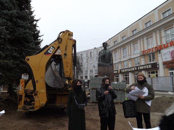 Ливневка, брусчатка и новые деревья: нижегородцам показали благоустройство сквера Свердлова - фото 2