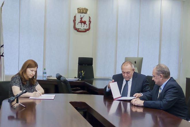 Елизавета Солонченко повстречалась  спротестующими против сноса исторических деревянных домов