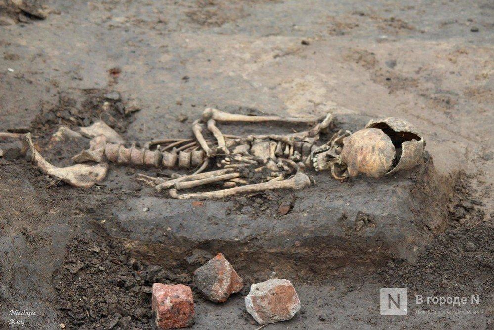 Почти 900 погребений обнаружили археологи в Нижегородском кремле - фото 1