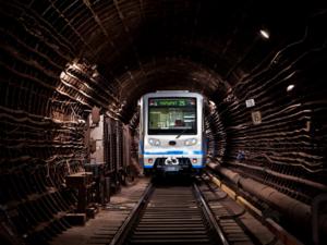 Выбери название первого поезда станции метро «Стрелка» (ГОЛОСОВАНИЕ)