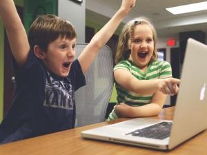 Российским детям могут запретить регистрироваться в соцсетях