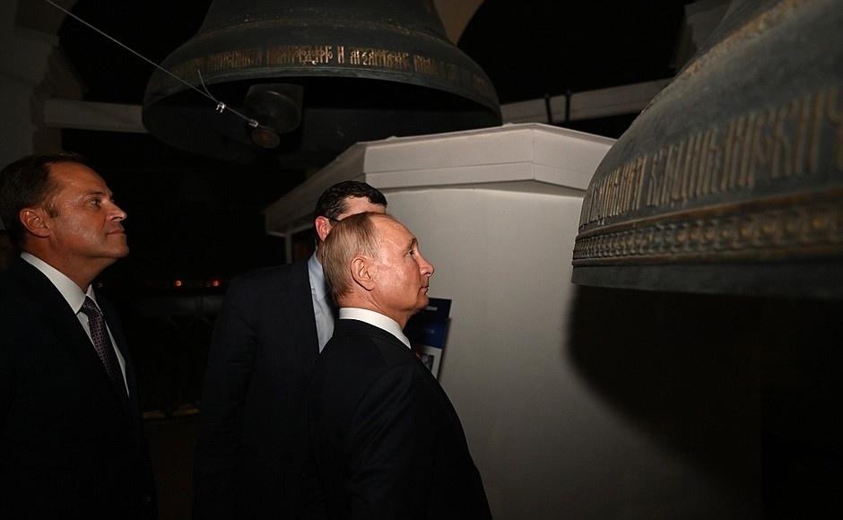 Владимир Путин в сумерках прогулялся по нижегородскому кремлю  - фото 1