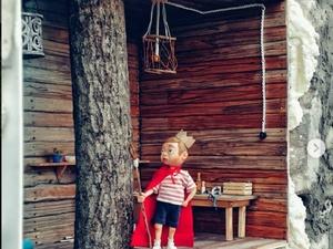 Арт-объект «Дом на дереве» появился в стене нижегородского здания